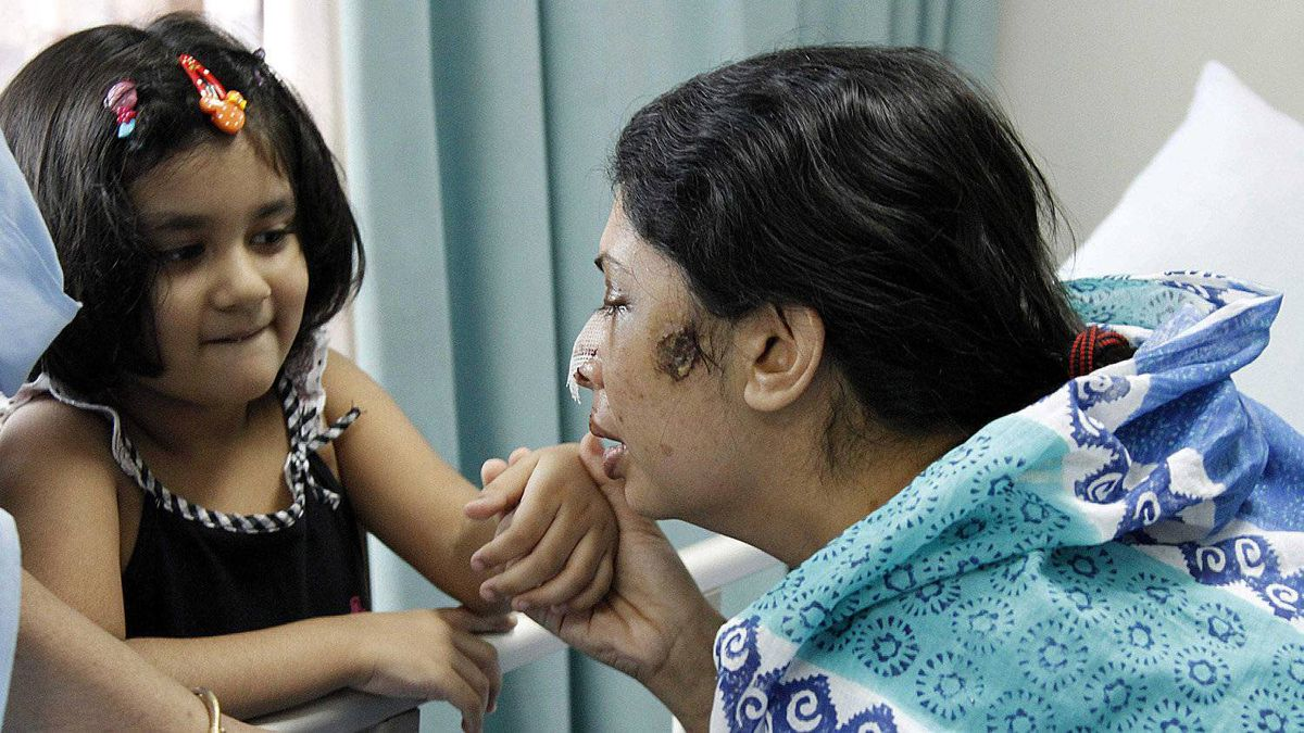 Rumana Monzur is now unable to see her daughter Anoushe, photographed with her here on a visit to the hospital.