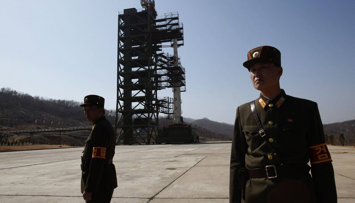 Soldiers stand guard in front of the Unha-3 (Milky Way 3) rocket sitting on a launch pad at the West Sea Satellite Launch Site, during a guided media tour by North Korean authorities in the northwest of Pyongyang April 8, 2012.