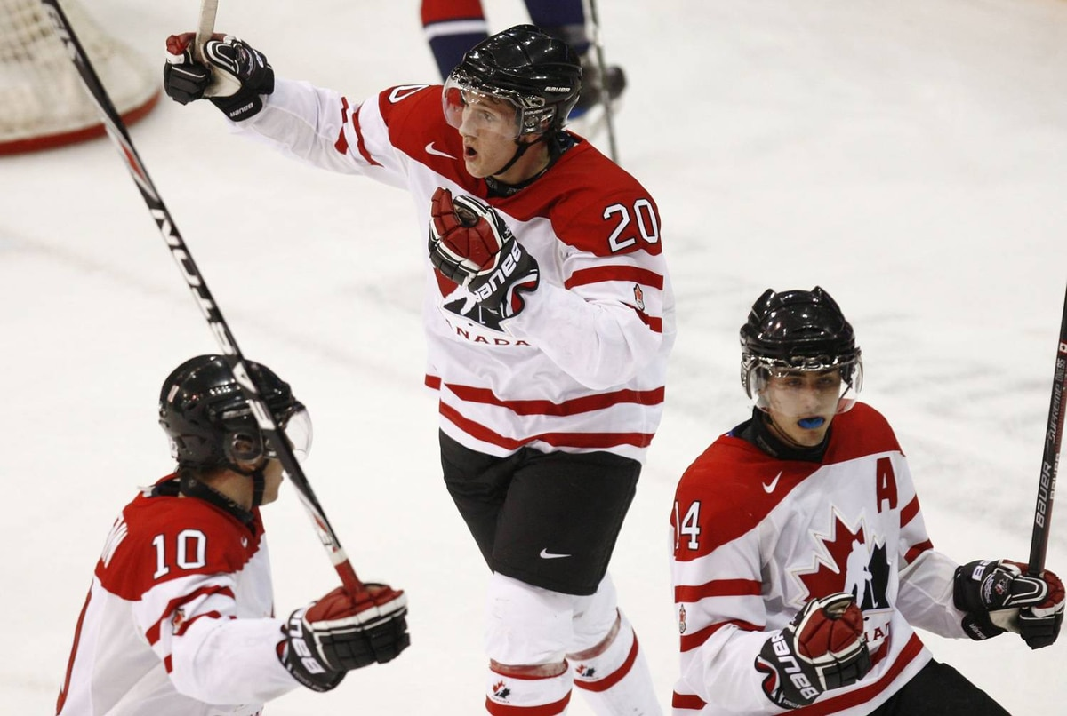 Canada's Jordan Eberle (R), Luke Adam (C) and Brayden Schenn celebrate Eberle's goal on Team USA during the third period of play at the 2010 IIHF U20 World Junior Hockey Championship in Saskatoon, Saskatchewan December 31, 2009. REUTERS/Shaun Best