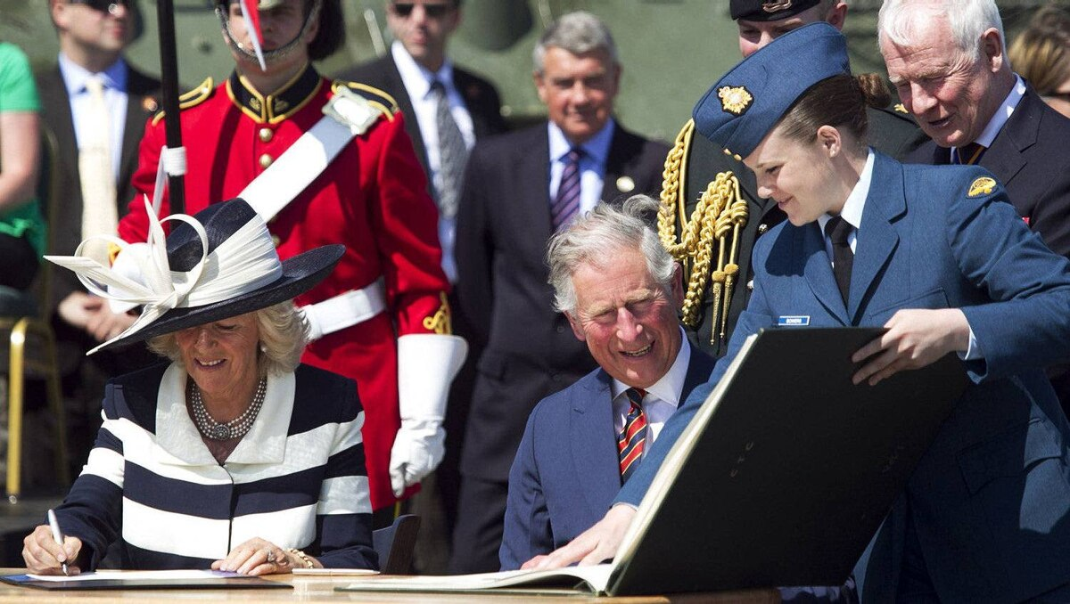 Prince Charles and Camilla, Duchess of Cornwall, sign the Canadian government's guest books at CFB Gagetown, New Brunswick, May 21, 2012. The Prince of Wales and his wife are on a three-day royal tour of Canada as part of the events that mark the Queen's Diamond Jubilee.