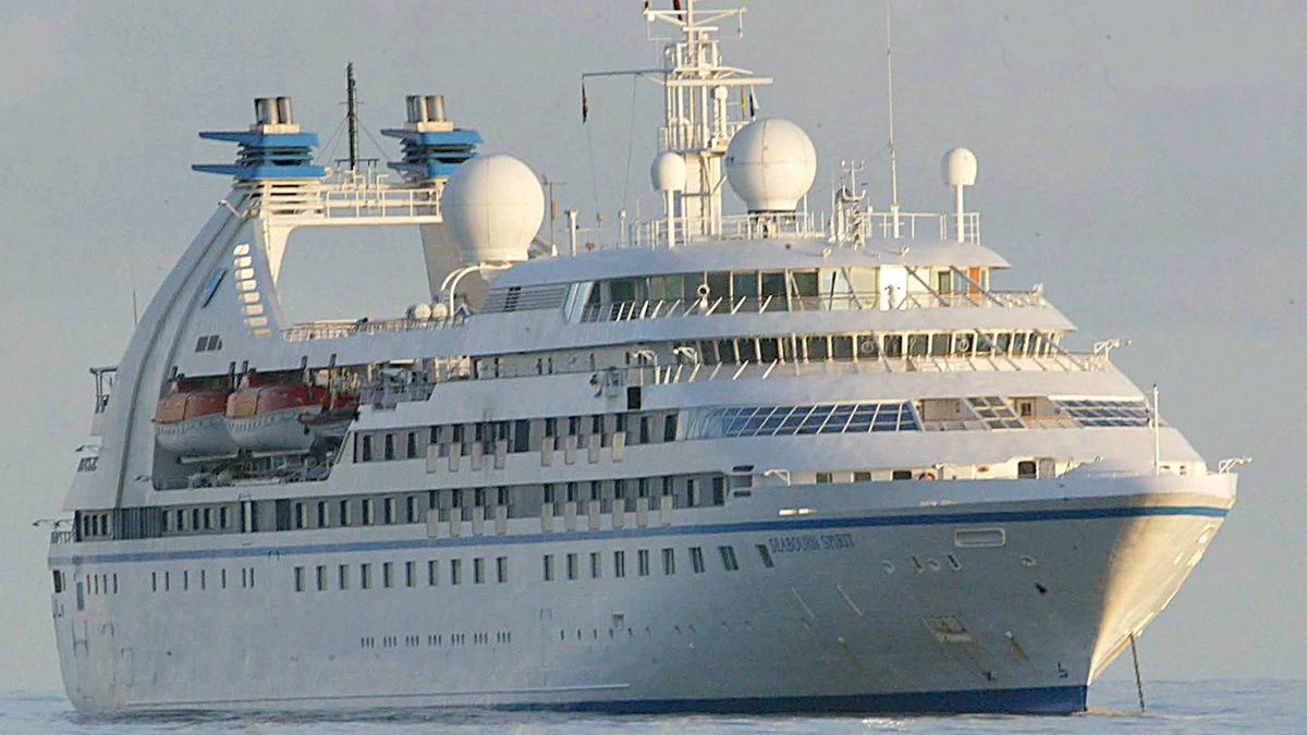 Seabourn Sprint at anchor in deep waters off Mahe in the Seychelles Monday, Nov. 7, 2005. The Seabourn Sprint is operated by a subsidiary of Carnival Corp., which saw its profits plunge dramatically.