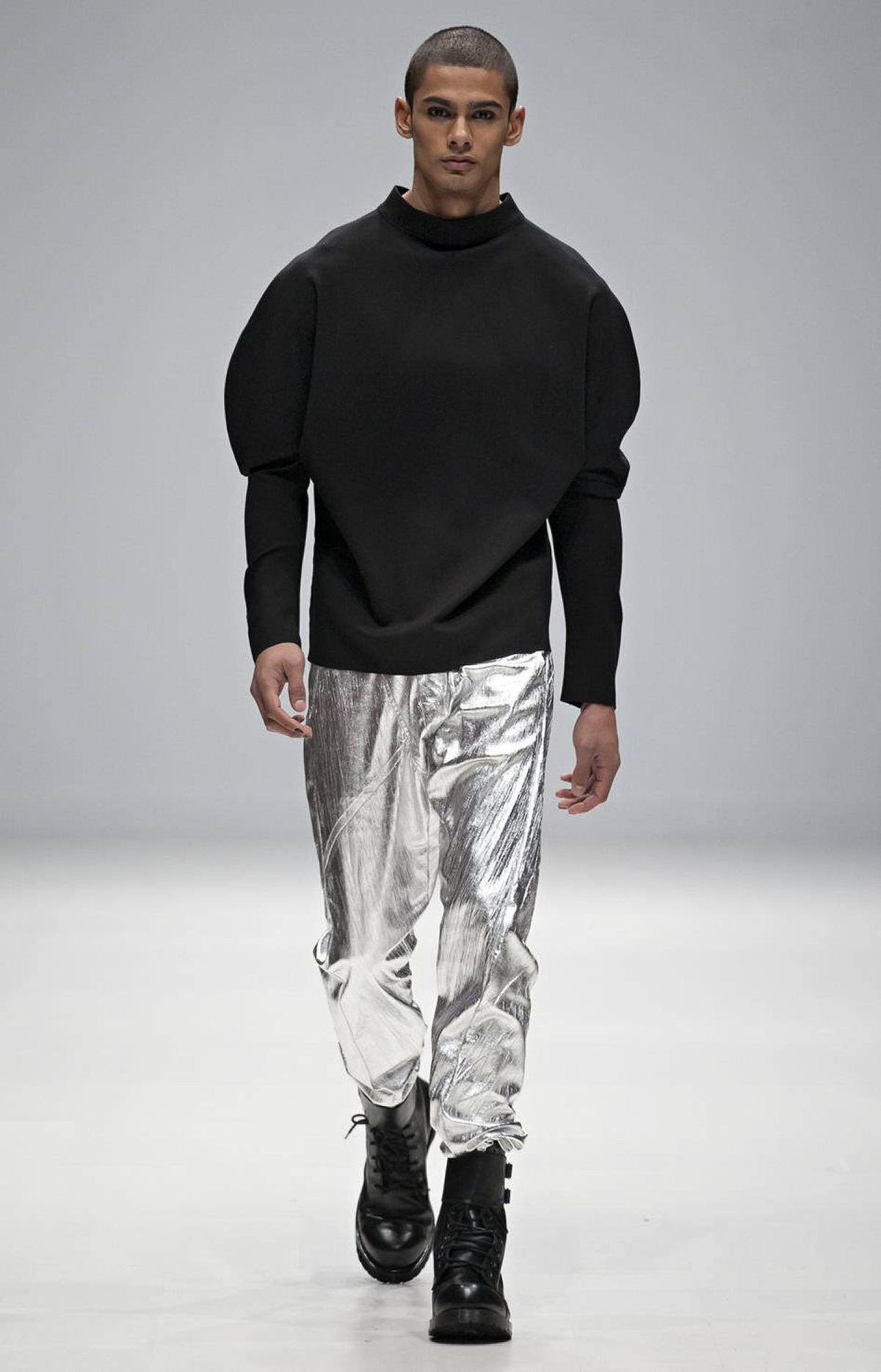 Another piece borrowed from the girls was a rounded shoulder top that was paired with slouchy silver pants. The looks were assertive, pitting tough fabrics with soft lines.