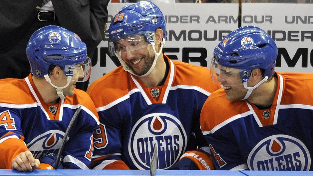 Edmonton Oilers' Sam Gagner (C) talks with linemates Jordan Eberle (L) and Taylor Hall on the bench after scoring his fourth goal against the Chicago Blackhawks during the third period of their NHL hockey game in Edmonton.