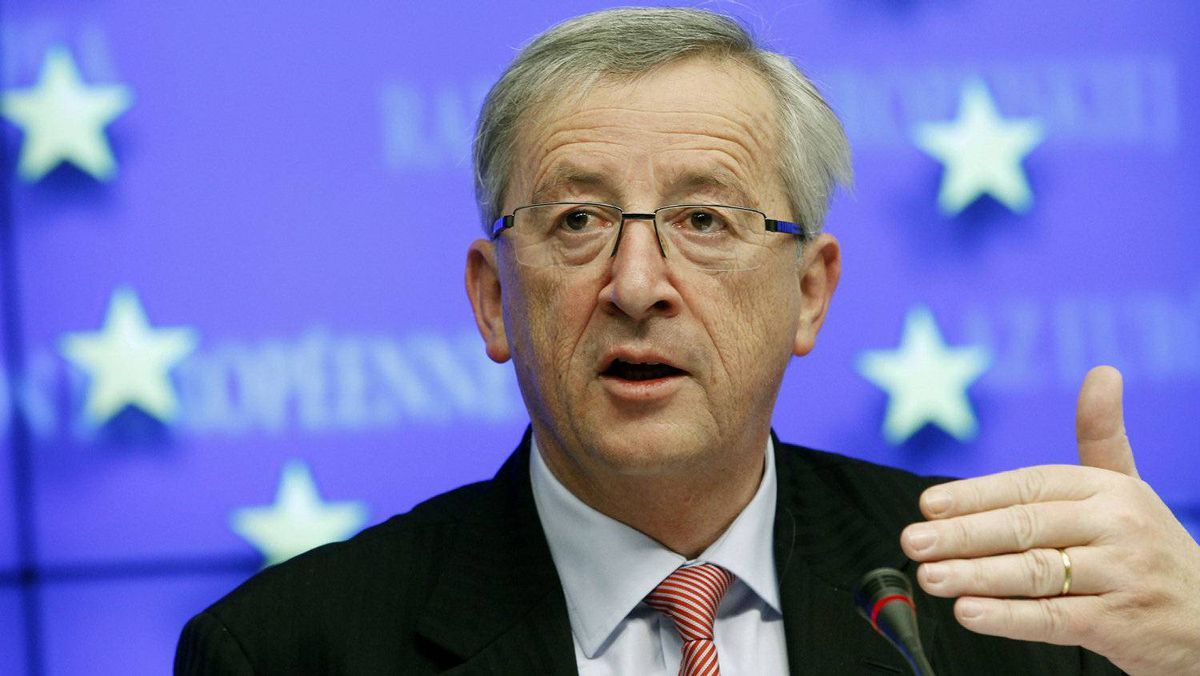 Prominent EU politician Jean-Claude Juncker is pushing for the creation of a common euro zone bond that would finance up to half of the debt requirement of euro zone members.