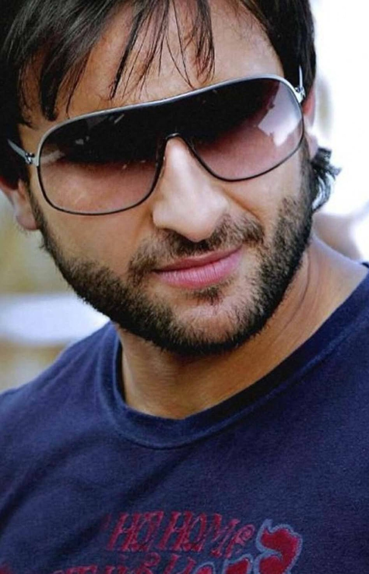 Saif Ali Khan With a mischievous grin and a striking resemblance to his mother, 1960s icon Sharmila Tagore, Khanmade his mark on the Bollywood scene in the early 1990s with his roles in Main Khiladi Tu Anari and Yeh Dillagi. However, after the release of those, Khan's acting career went into a lull until he burst back onto the scene in 2001 with his outstanding performance in Dil Chahta Ha. From then his films achieved both critical and commercial success such as 2009's Love Aaj Kal which appealed to India's globally aware younger generation.