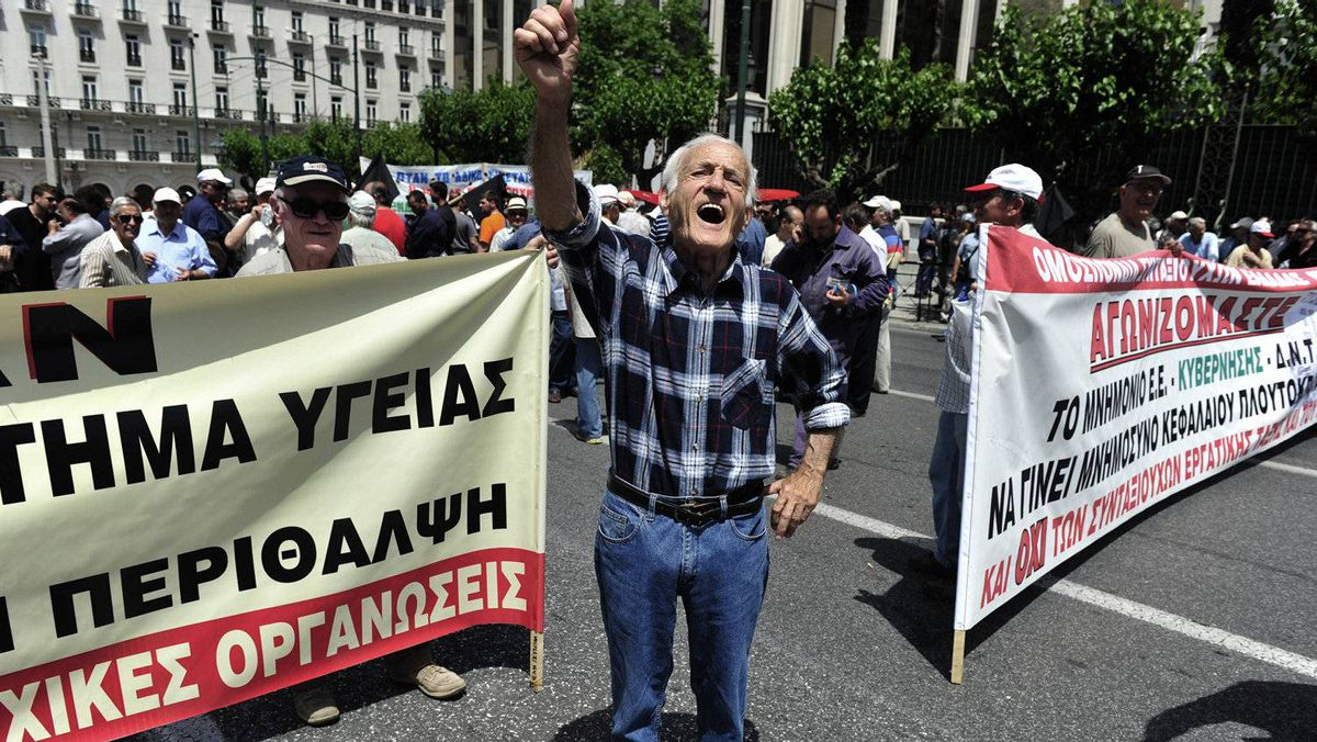Pensioners demosntrate on June 9, 2011 in Athens. New strikes hit debt-hit Greece on June 9 and hopes for growth in its ailing economy were dashed as it came under increasing pressure from its international creditors to accelerate halting reforms.
