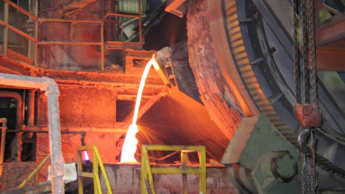 Molten copper is poured at Xstrata's Kidd Creek facility in Timmins, Ont.