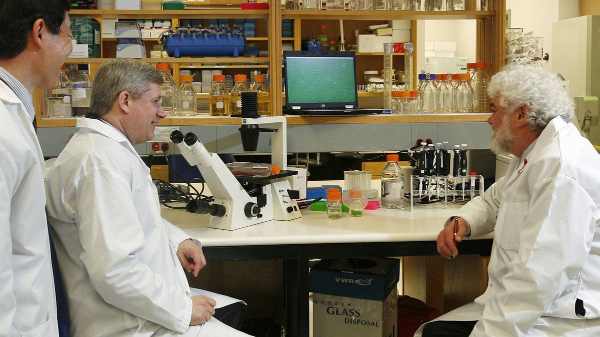 Prime Minister Stephen Harper speaks to scientists at the National Microbiology Laboratory in Winnipeg on May 19, 2009.