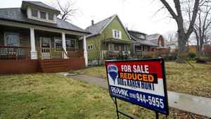 Most economists are sticking to the view that the Canadian existing-homes market is slowing and in little danger of a steep correction.