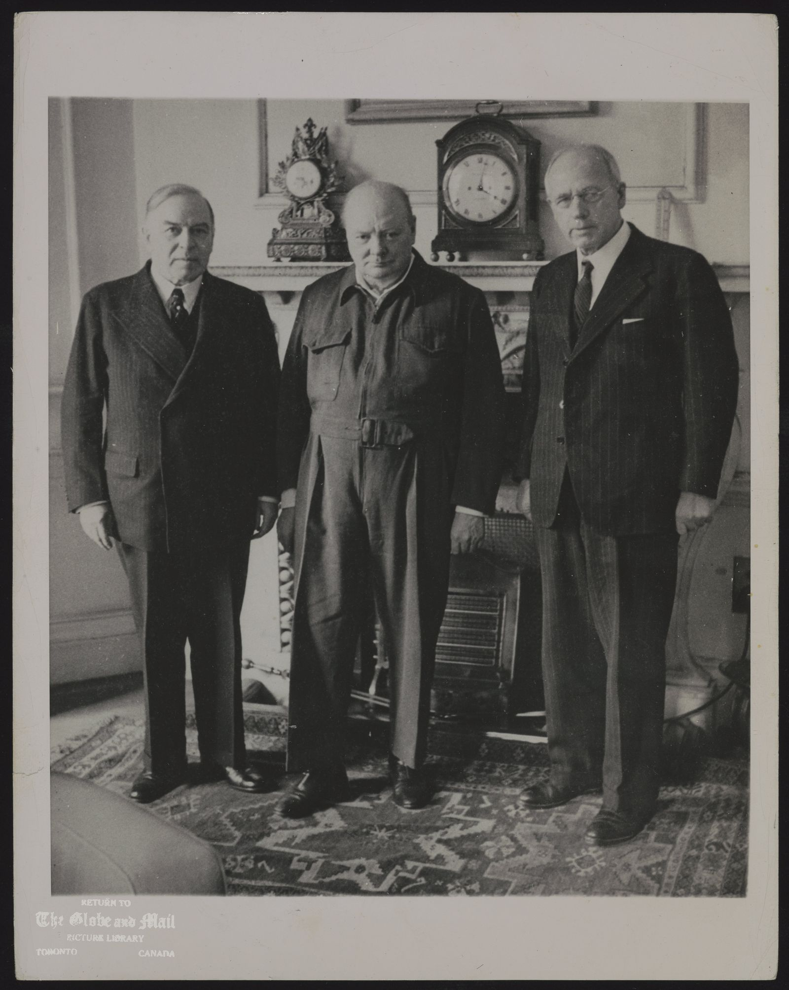COMMONWEALTH PRIME MINISTERS MEET THREE PRIME MINISTERS OF THE BRITISH COMMONWEALTH OF NATIONS MET AT NO. 10 DOWNING ST., LONDON, APRIL 28TH TO DISCUSS EMPIRE PROBLEMS. LEFT TO RIGHT ARE; MACKENZIE KING, PRIME MINISTER OF CANADA; WINSTON CHURCHILL, PREMIER OF GREAT BRITAIN; AND PETER FRASER, PRIME MINISTER OF NEW ZEALAND. FRASER AND KING WERE THE FIRST PRIME MINISTERS TO ARRIVE. ASSOCIATED PRESS PHOTO 39 AK 5/5/44 820 PEW LON CAN FLS TMC PA AUS NZEAL JOH