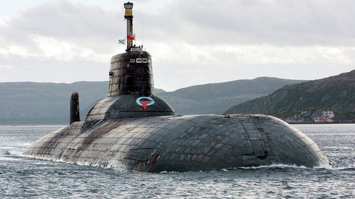 One of Russia's largest Soviet-built nuclear submarines, Typhoon (Akula) class, is seen in the Barents Sea at Russia's Arctic Coast in this September 2001 file photo.