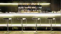First-class passengers can choose from 100 single malts in Lufthansa's Frankfurt lounge.
