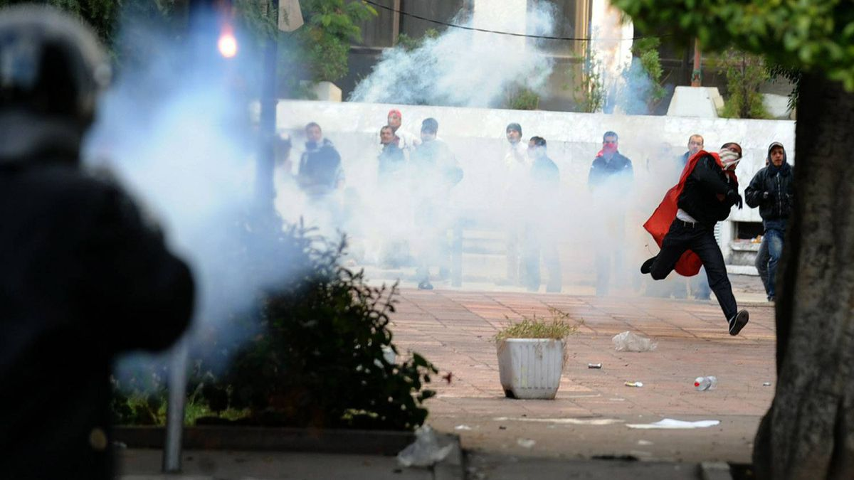 Tunisian demonstrators throw rocks during clashes with security forces in front of the interior ministery in Tunis on Jan. 14, 2011.
