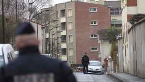 French police block a street during their siege of a five-storey building in Toulouse, on March 22, 2012.