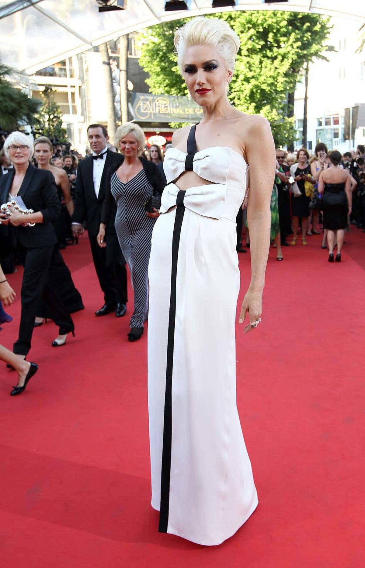 Gwen Stefani uses the same red carpet to unveil another new look: Suburban Bride of Frankenstein.