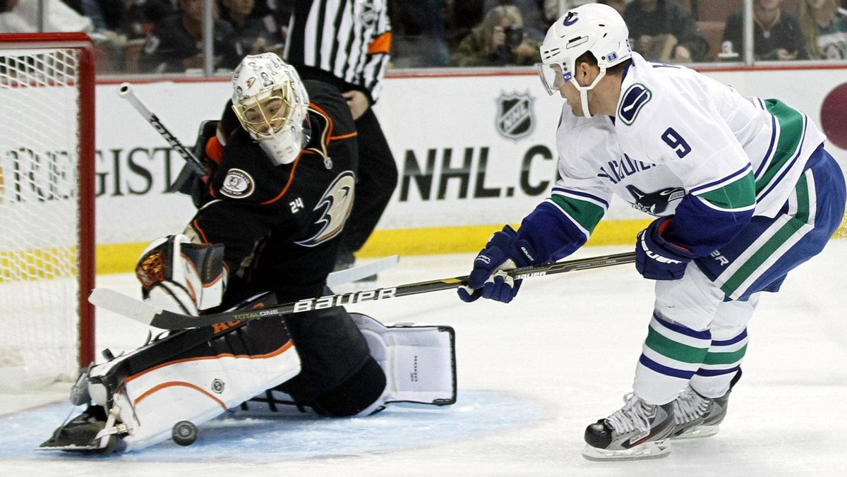 Anaheim Ducks goaltender Jonas Hiller (L) of Switzerland makes a save on a shot by Vancouver Canucks center Cody Hodgson (R) during the first period of their NHL hockey game in Anaheim, California November 11, 2011. REUTERS/Danny Moloshok