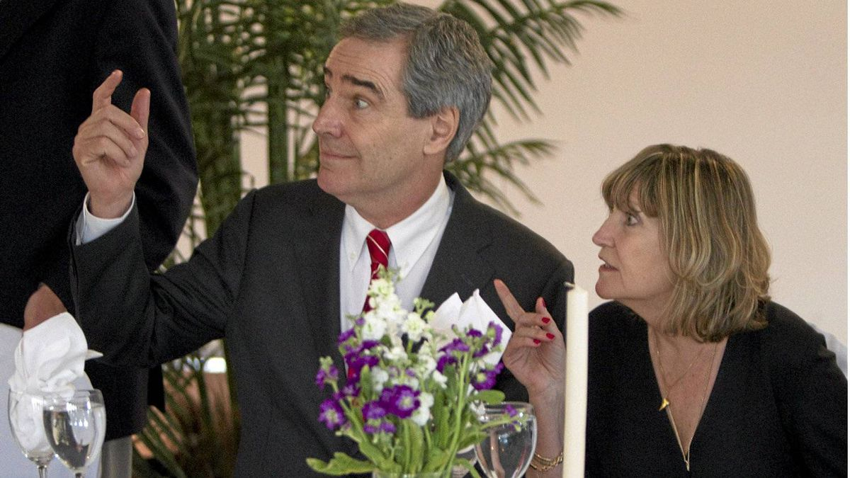 Liberal Leader Michael Ignatieff and his wife Zsuzsanna Zsohar attend a Passover seder in Winnipeg on April 18, 2011.