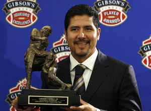 Montreal Alouettes quarterback Anthony Calvillo holds the trophy after being named the CFL's Most Outstanding Player at the CFL Player Awards in Calgary, Alberta November 26, 2009. REUTERS/Todd Korol