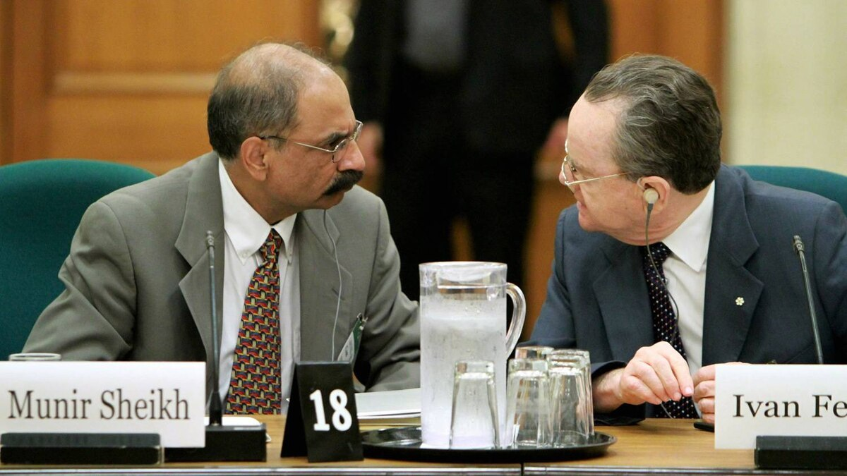 Former Chief of Statscan Munir Sheikh, left, and Ivan Fellegi, right, also a former Chief of Statscan previous to Mr. Sheikh, confer as they prepare to appear before the House of Commons Industry committee looking into changes of the long-form census on Parliament in Ottawa, Tuesday July 27, 2010.