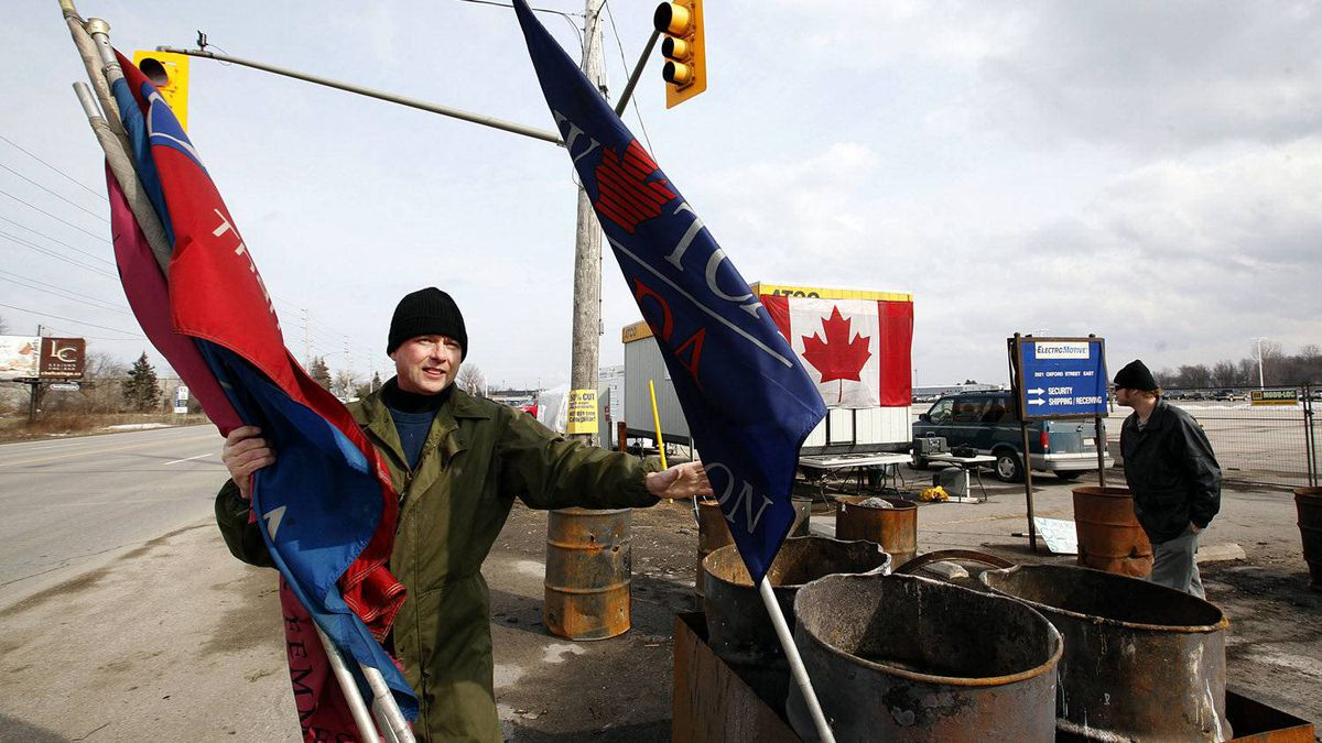 Former Electro-Motive Canada employee Brian Tomkins removes flags from the EMD picket line in London, Feb. 23, 2012.