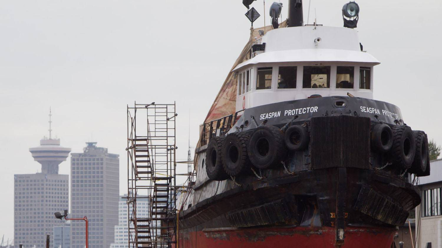 Crash threatens Vancouver shipyard's delivery for new coast guard ships