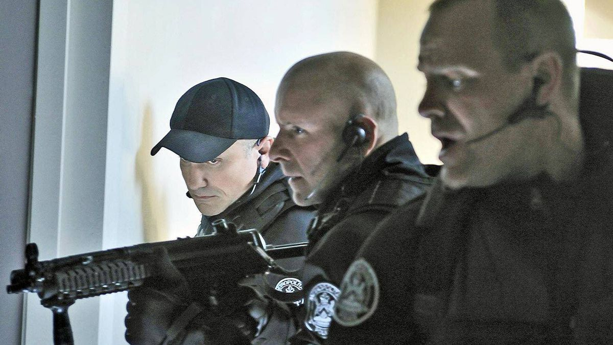 The Toronto-based cop show Flashpoint should win for best dramatic series, though odds are it will lose to the bleak but popular Durham County. ?