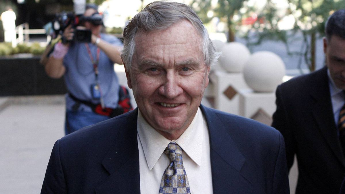 Jerry Moyes leaves U.S. Federal Bankruptcy Court in Phoenix, Arizona September 23, 2009.