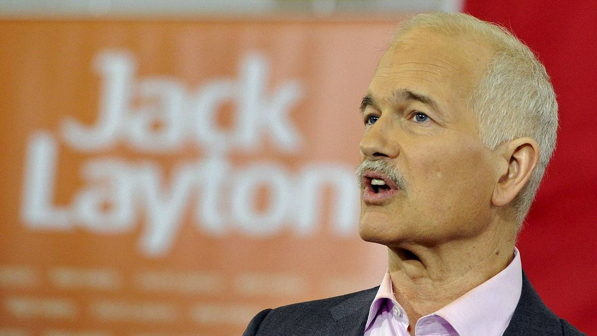 NDP leader Jack Layton speaks to supporters at a campaign stop in Welland