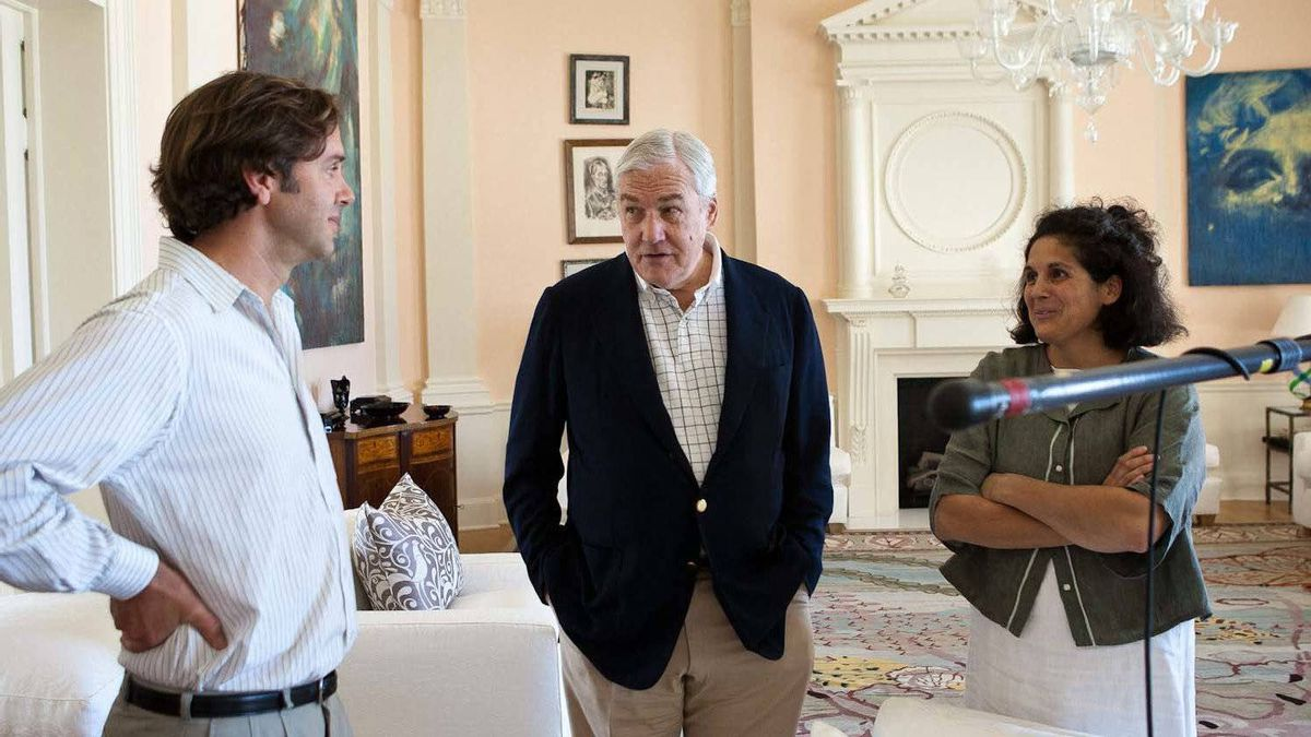 """Conrad Black (centre) with Jennifer Baichwal (right) and Nicholas de Pencier (left) during the shooting of """"Payback"""""""