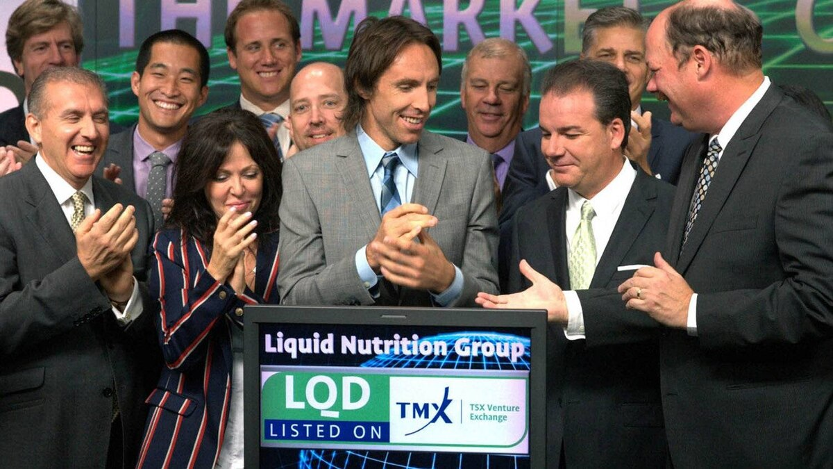 Liquid Nutrition co-founders Greg and Chantal Chamandy, two-time NBA MVP Steve Nash; Liquid Nutrition president and CEO, Glenn Young; and TMX Group CEO, Tom Kloet, celebrate the company's listing by opening trading on the Toronto Stock Exchange, Tuesday, Sept.13, 2011.