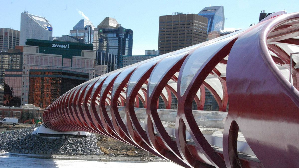 The Peace Bridge offers separate pathways for cyclists and pedestrians, connecting the neighbourhoods of Hillhurst/Sunnyside with downtown Eau Claire.