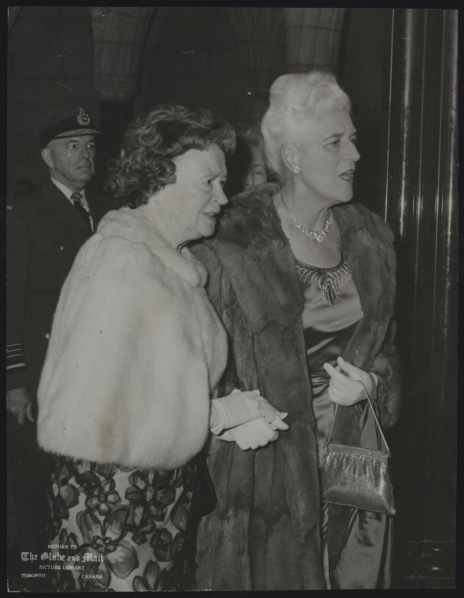 MRS. LESTER B. PEARSON MRS. MARYON PEARSON (LEFT) AND MME. VANIER AT OPENING OF 27TH PARLIAMENT IN OTTAWA, JAN. 18, 1966