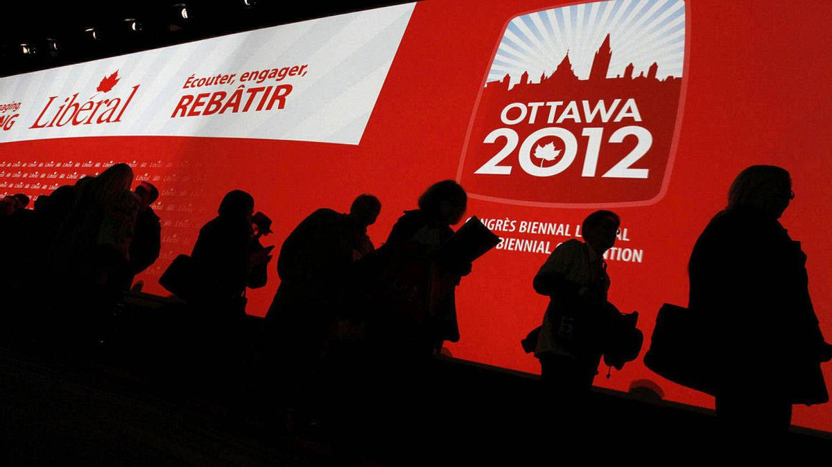 Delegates line up to cast their ballots for the new executive on day two of the Liberal Convention in Ottawa.