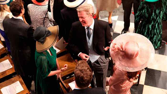 Britain's Earl Spencer, centre, chats with a guest at Westminster Abbey in London on April 29, 2011 prior to the start of Britain's Prince William and Kate Middleton's wedding.