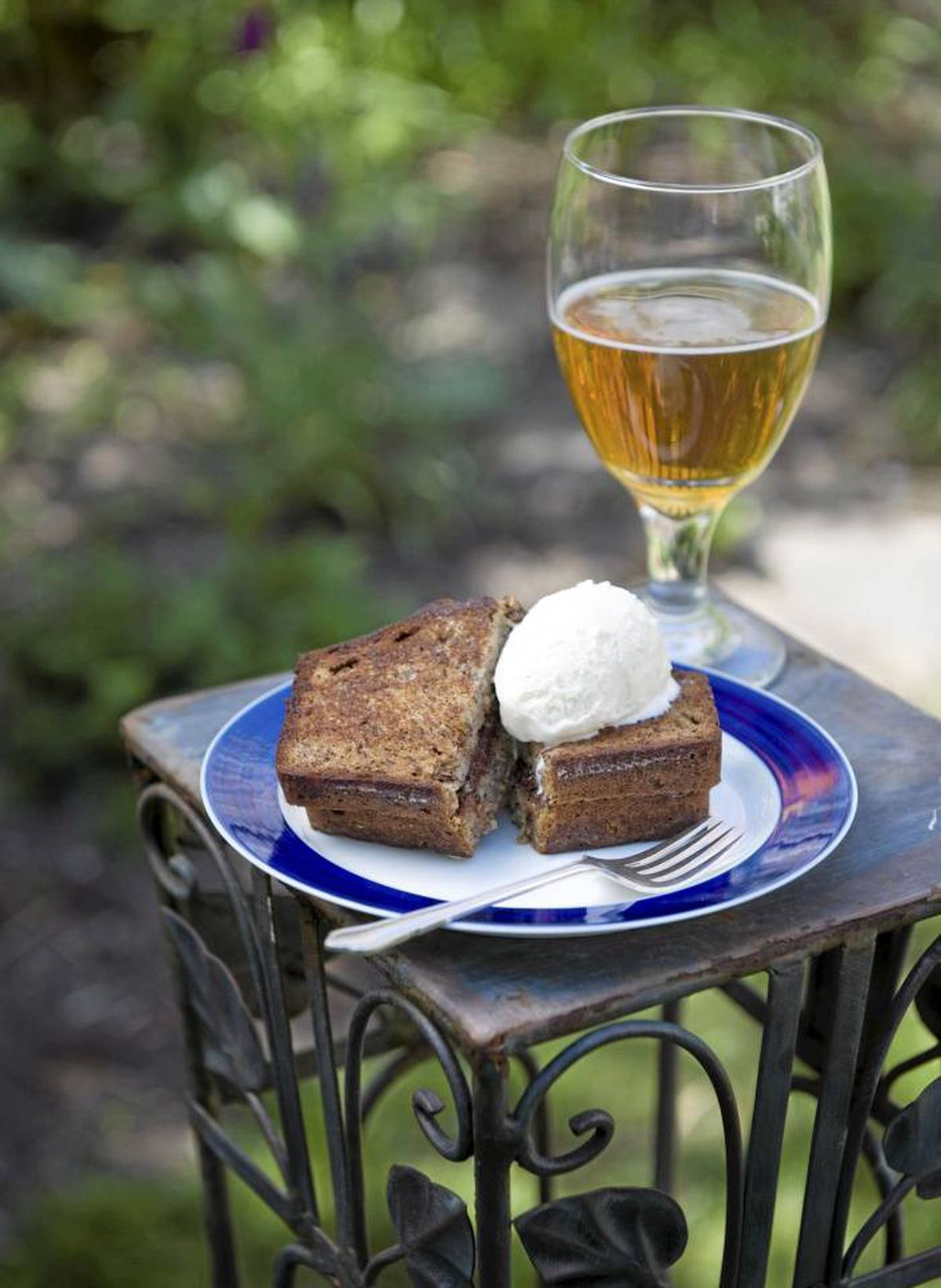 Complement the flavour of a grilled Nutella and banana bread sandwich with a slightly bitter beer or a rich stout.