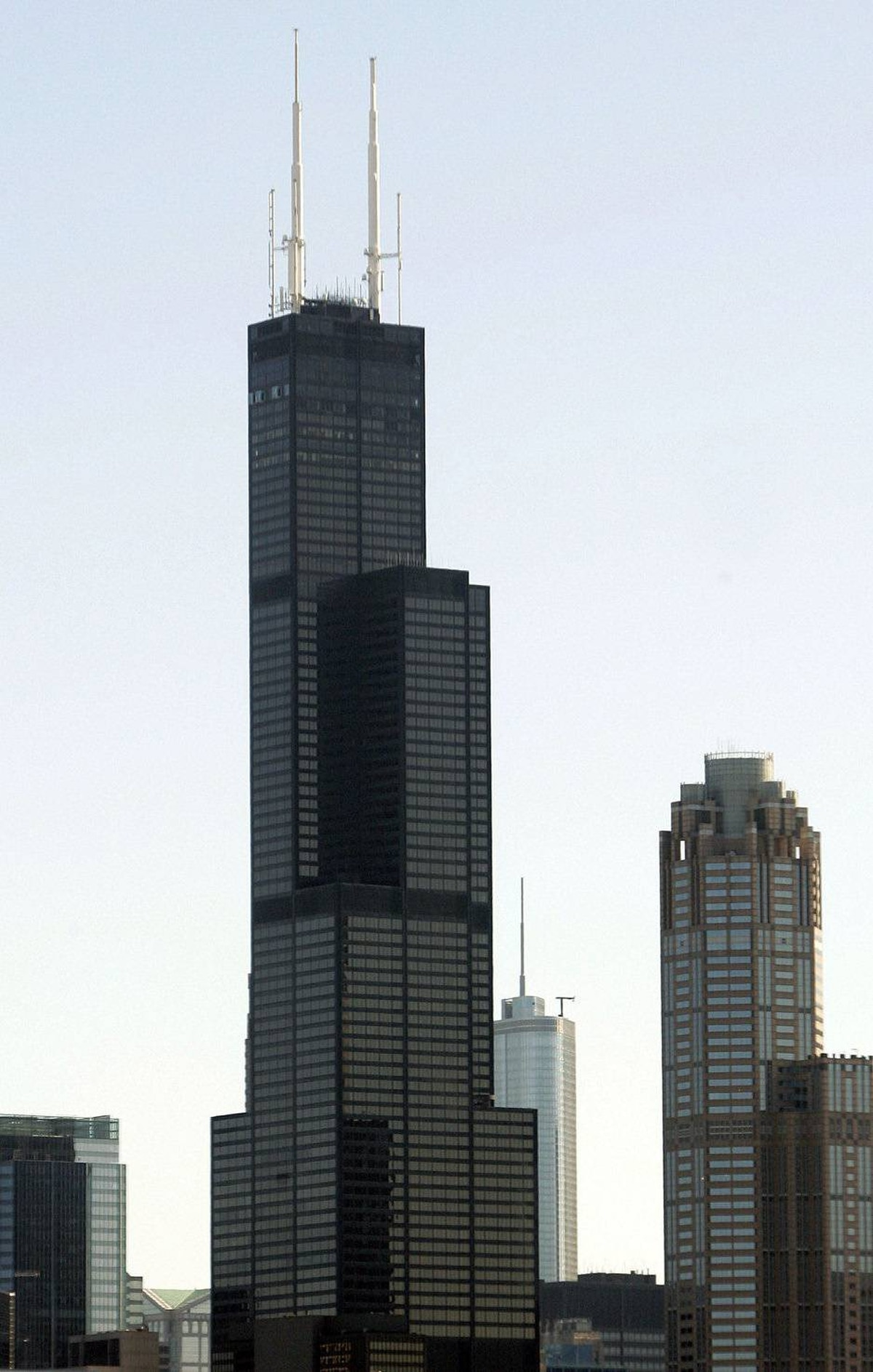 The newly named Willis Tower is seen in the skyline of Chicago, Illinois July 16, 2009. The 36-year-old Sears, named after the world's third-largest insurance broker, Willis Group Holdings Ltd.