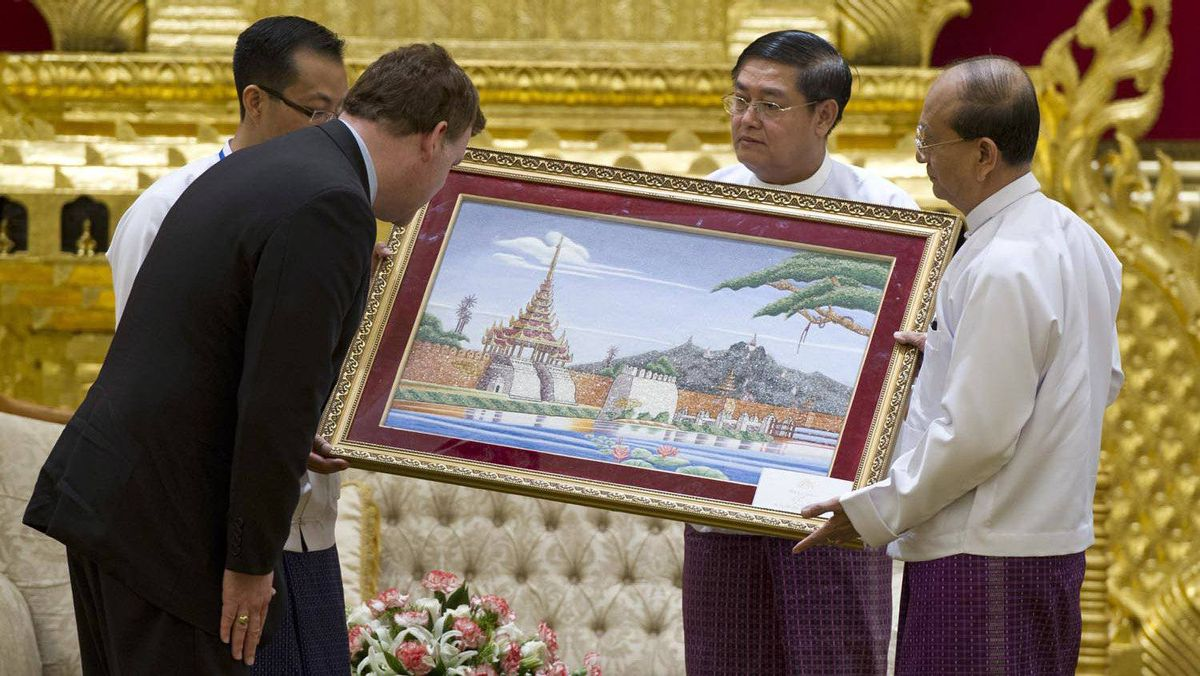 Foreign Affairs Minister John Baird receives a gift from Myanmar President Thein Sein, right, at the presidential palace in Naypyitaw on March 8, 2012.