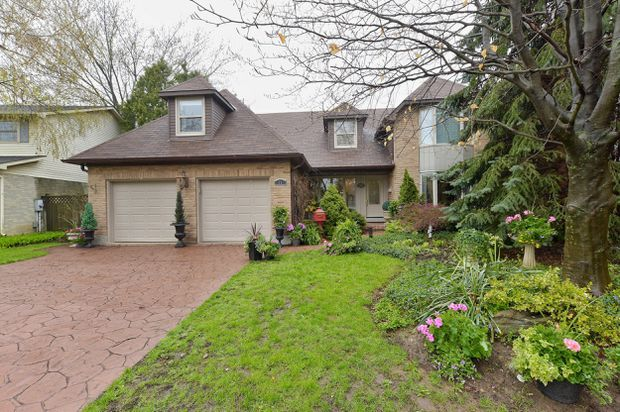 Ancaster, Ont , home sells quickly, but under asking price
