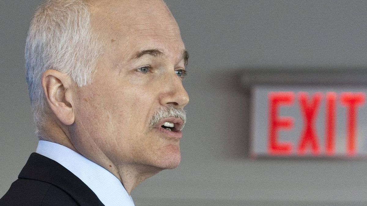 NDP Leader Jack Layton speaks about Canada's role in Afghanistan at the Universoty of Ottawa on Jan. 14, 2011.