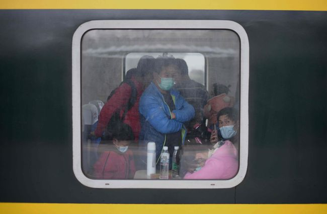 Violence erupts in China as people try to leave coronavirus-stricken Hubei province