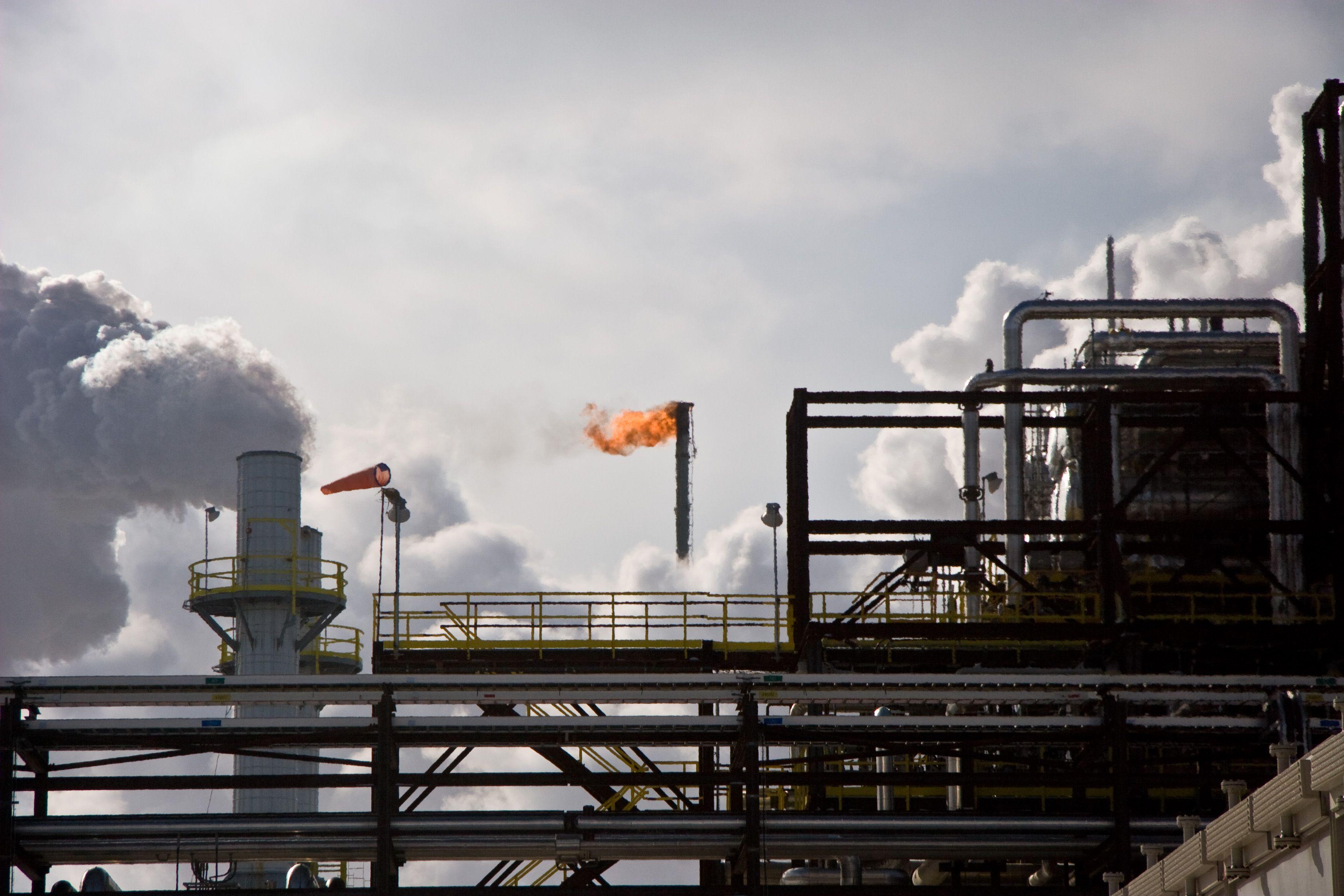 Global oil pricing worries hit U S  energy shares as earnings loom
