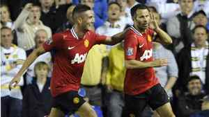Manchester United's Ryan Giggs (R) celebrates scoring with Federico Macheda during their English League Cup soccer match against Leeds United in Leeds, northern England September 20, 2011.
