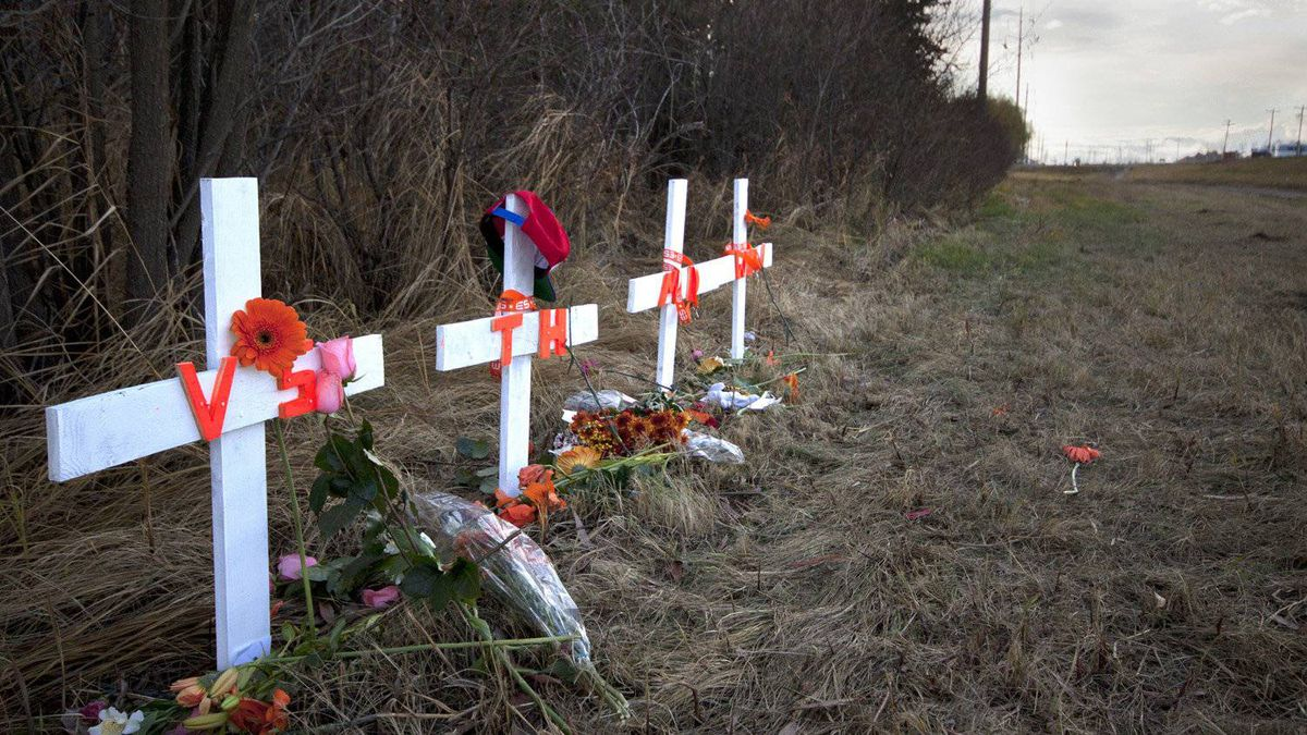 Crosses and flowers have been left at the site of an accident that claimed the lives of four teenagers in Grande Prairie, Alta.