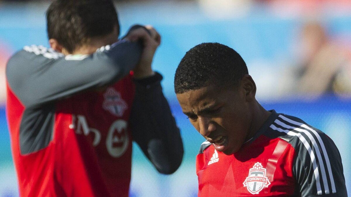Toronto FC's Joao Plata (R) and Eric Avila react to losing the game against the DC United during their MLS soccer match in Toronto, May 5, 2012. The Toronto FC have set an all-time MLS record with the worst record to start a season at zero wins and eight losses. REUTERS/Mark Blinch