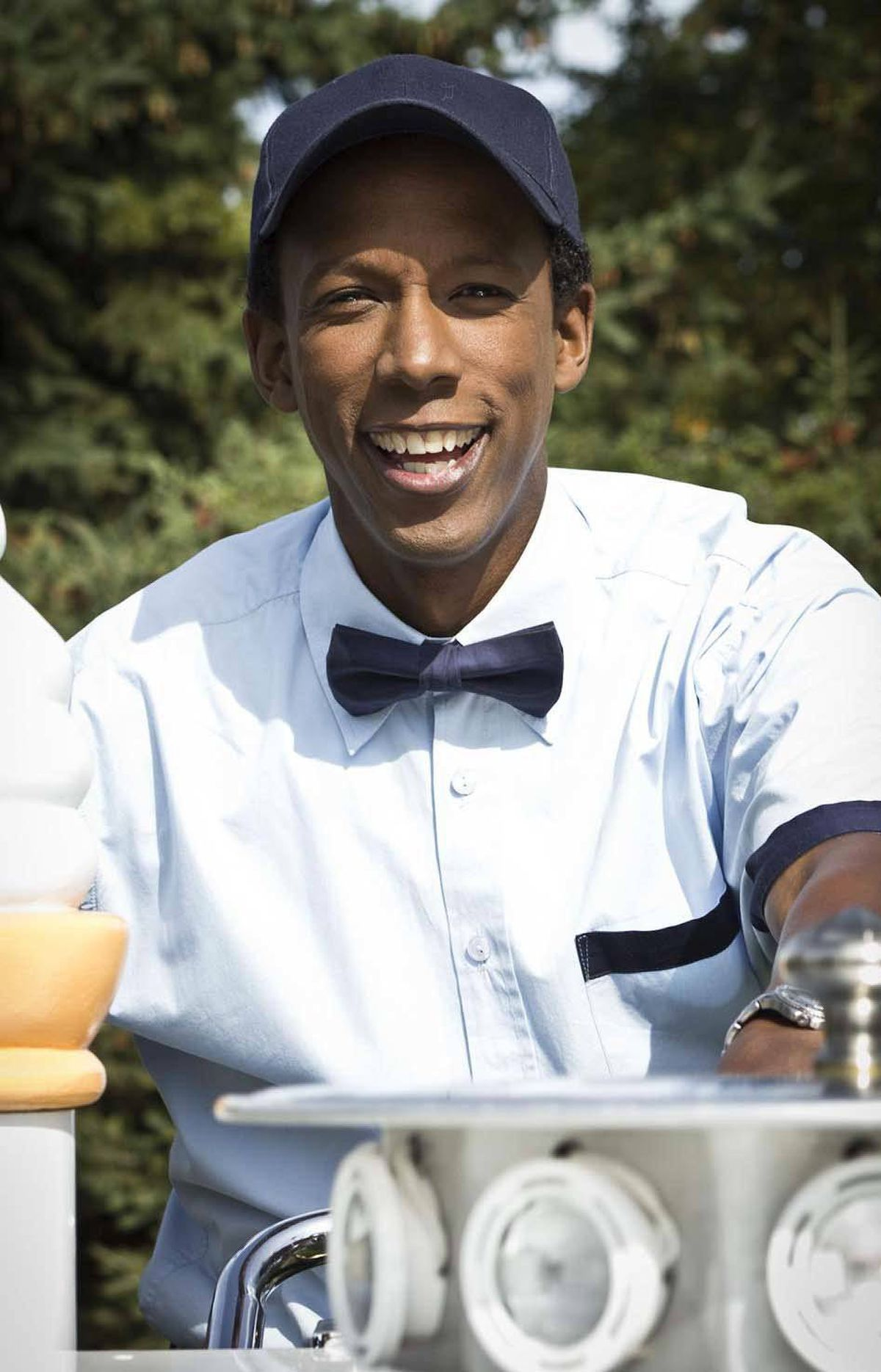 FOOD Ice Cold Cash Food Network, 7 p.m. ET; 4 p.m. PT The ice-cream man cometh – again. Good, clean fun, this Canadian-made show's format features comic actor Joe Motiki riding his ice-cream bike up to strangers in the park and offering them the chance to win cash prizes (and an ice cream!) for answering trivia questions. And for whatever reason, affable Joe has the knack of finding just the right people to take part in the competition. In tonight's first episode, he grills pals Melissa and Rebecca, who simply refuse to work together as a team. In the second show, he quizzes Ruth – the brainiest cheerleader you'll ever meet.