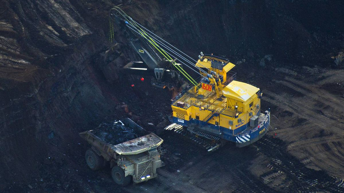 Heavy machinery sifts through the oil sands near Fort McMurray, Alta, in Augus of 2010.